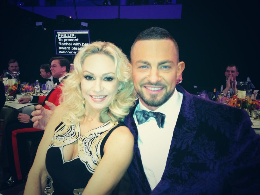 RT @KRihanoff: Finally reunited with @Robinwindsor !!! http://t.co/jOwedw311E