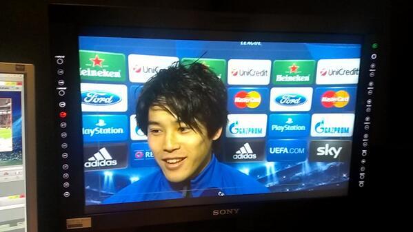 フラッシュインタビューに内田選手が来てくれました。 本田選手の移籍について 「彼は新聞とかだと 10回くらい移籍してるイメージありますけど(笑) 彼ならミランに相応しいと思います」