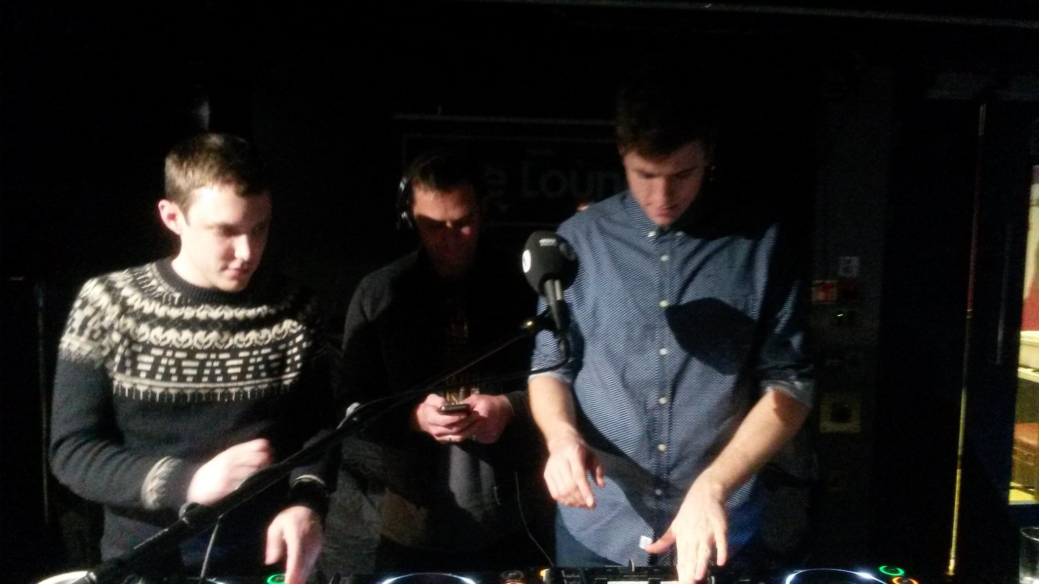 RT @philytaggart: Bedroom DJ Party with @gregjames @scott_mills and @chris_stark http://t.co/a6HZOf0YGP