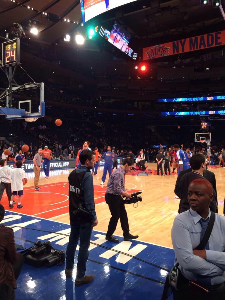 Here we are courtside: @nyknicks @MSGnyc pre-game warm up http://t.co/w07Vipo63v