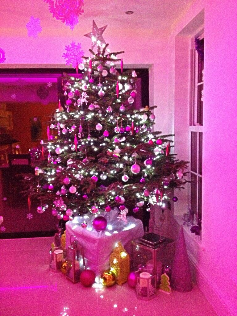 RT @sezwhitehouse: @KirstieMAllsopp our perfectly pink tree & lanterns galore! #HomeSweetHome http://t.co/BSsWvPwtEG