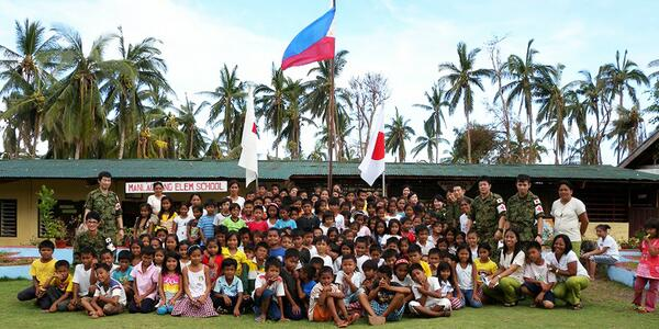 Japan Self Defense Forces are assisting friends of the Philippines. http://t.co/YSnlWIzHJM http://t.co/adoR31psrH