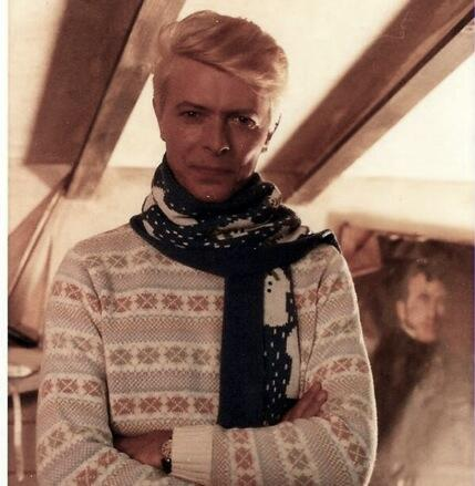 mtt thoms on twitter david bowie in a christmas sweater httptco0kt3ehsskz - David Bowie Christmas