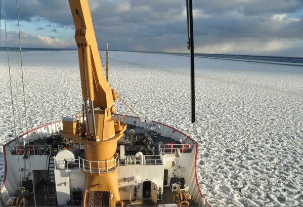 Ice has come early to northern Lake Michigan. Check out this Wed photo from the U.S. Coast Guard cutter Mackinaw. http://t.co/thN3gKT2Ai