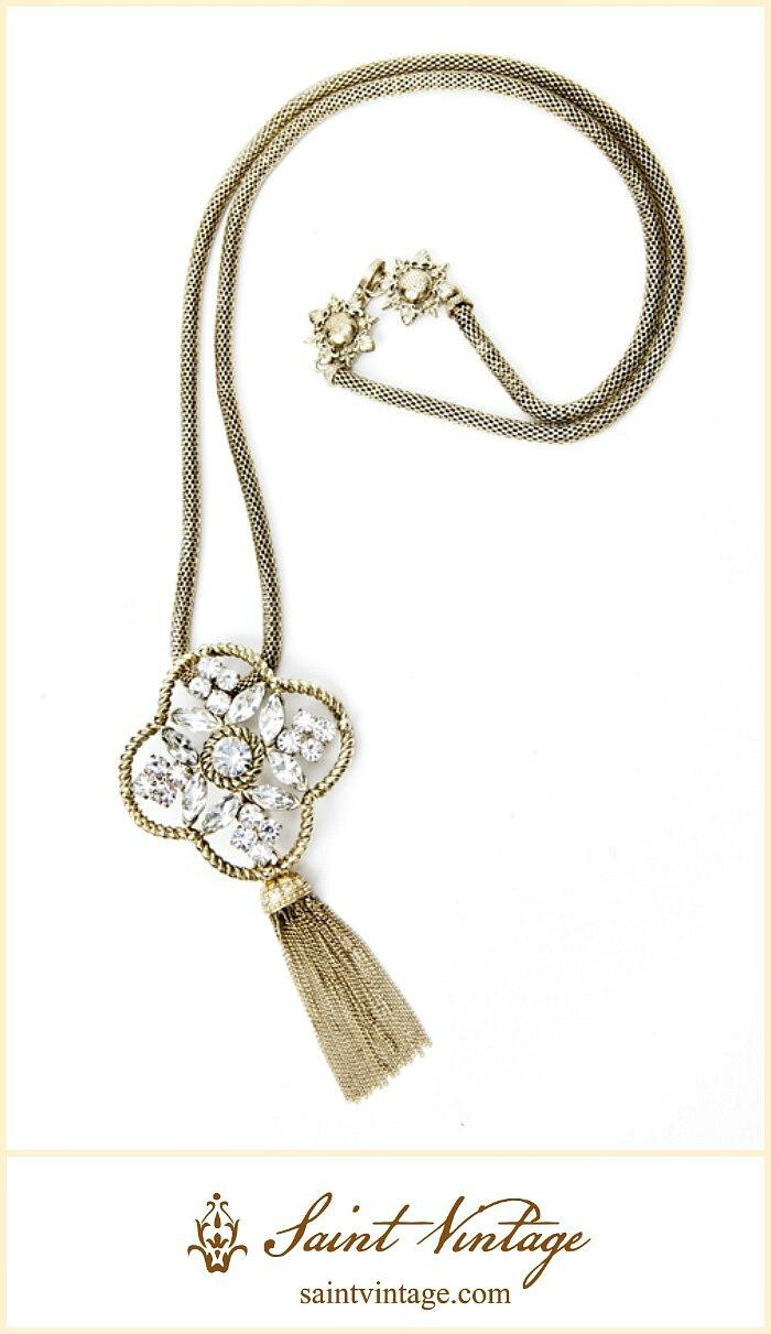 Love this necklace! RT @SaintVintage: So excited to be apart of Gs Gift Guide on @ENews tomorrow! xo http://t.co/2Zukn0iWr7