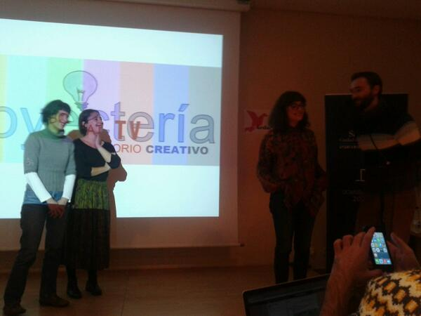 """@AndreaArriet: Aquí tenemos a @MappingArt_VA y a @SrVillaRomero explicando qué es @PROYECTERIA #kedarteredes2013 http://t.co/Z1w8Qp8F36"" <3"