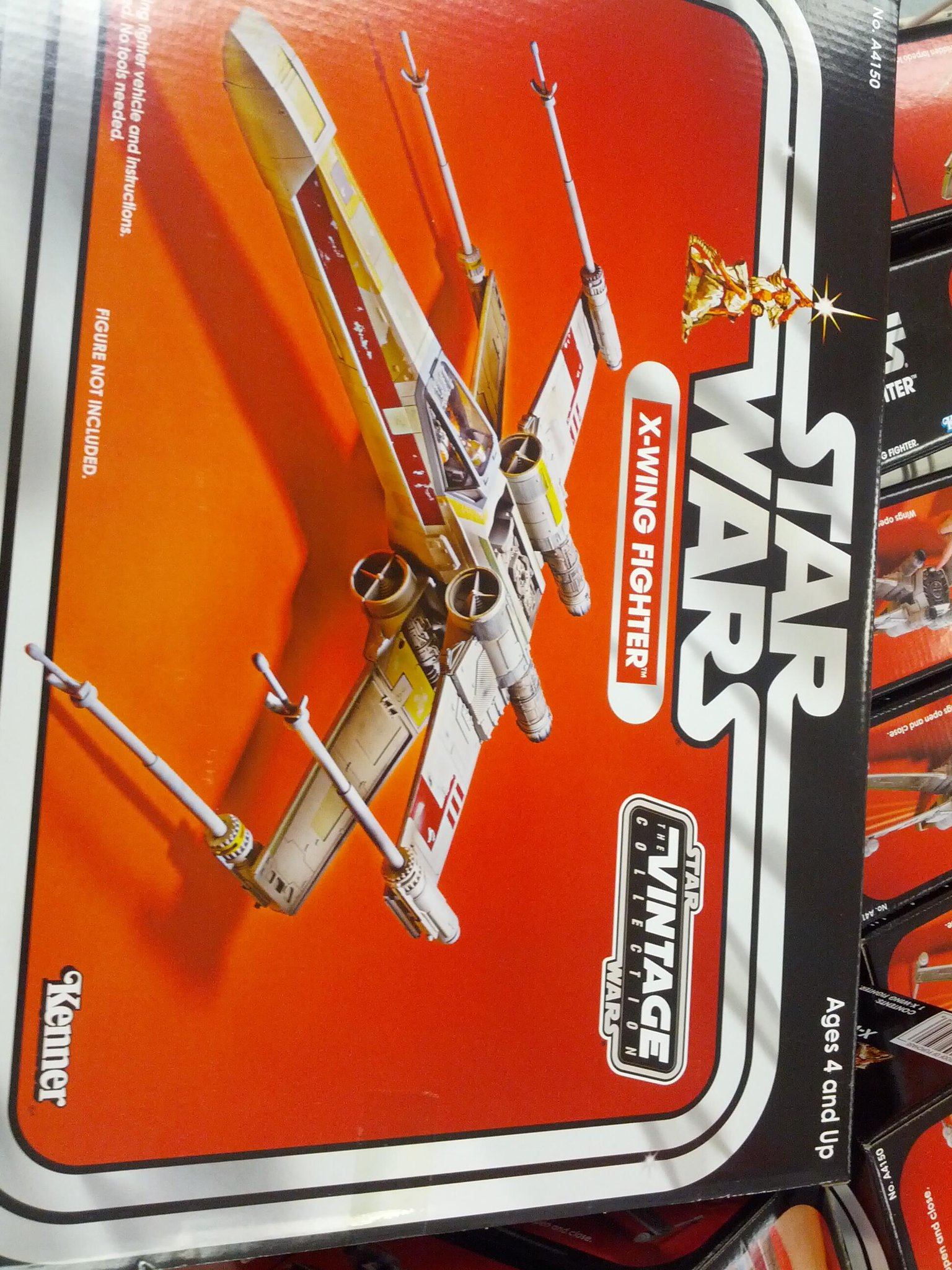 OMG the Star Wars Vintage collection exists. I suddenly have a Christmas list. http://t.co/sjJro3rDE3