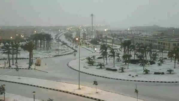 For the first time in 112 years, it snows in Cairo http://t.co/Chrmfcj0G1
