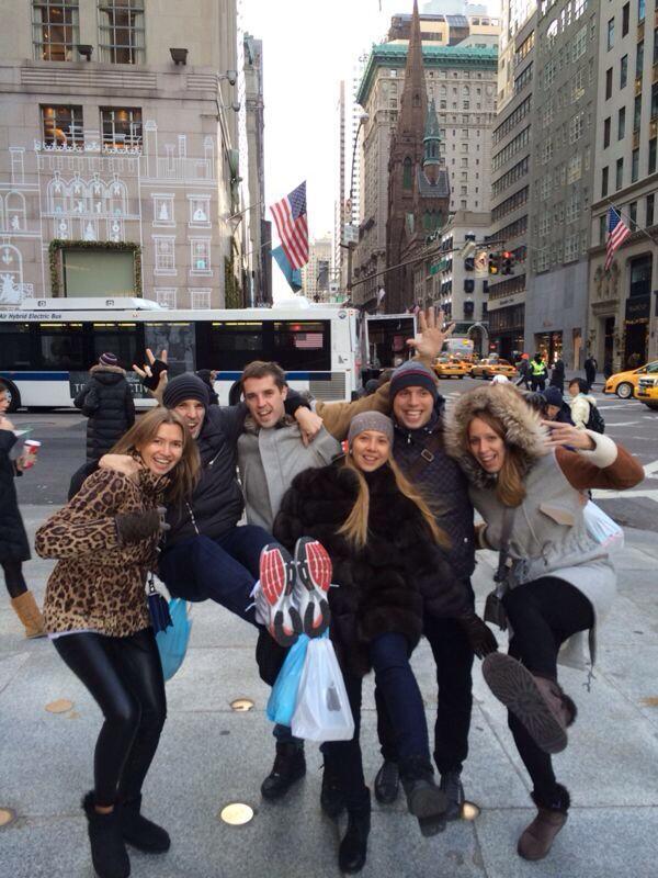 Дмитрий и Кирилл Комбаровы, Денис Глушаков с женами в Нью-Йорке
