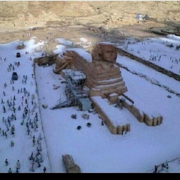 """112 years it had not snowed in Egypt.."" RT: ""112 ans qu'il n'avait pas neigé en Egypte.. ""   http://t.co/RfHumxivoE via @gedeon777"