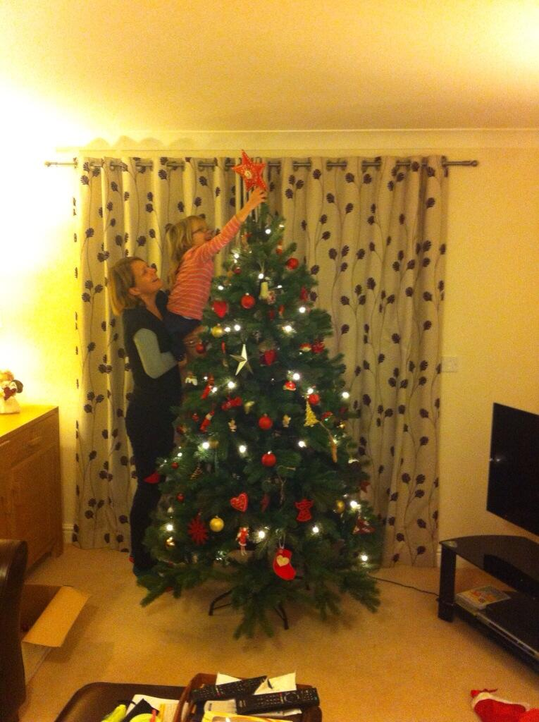 RT @kayshearer71: @KirstieMAllsopp putting the finishing touch to our tree http://t.co/g7GEWGNM2t
