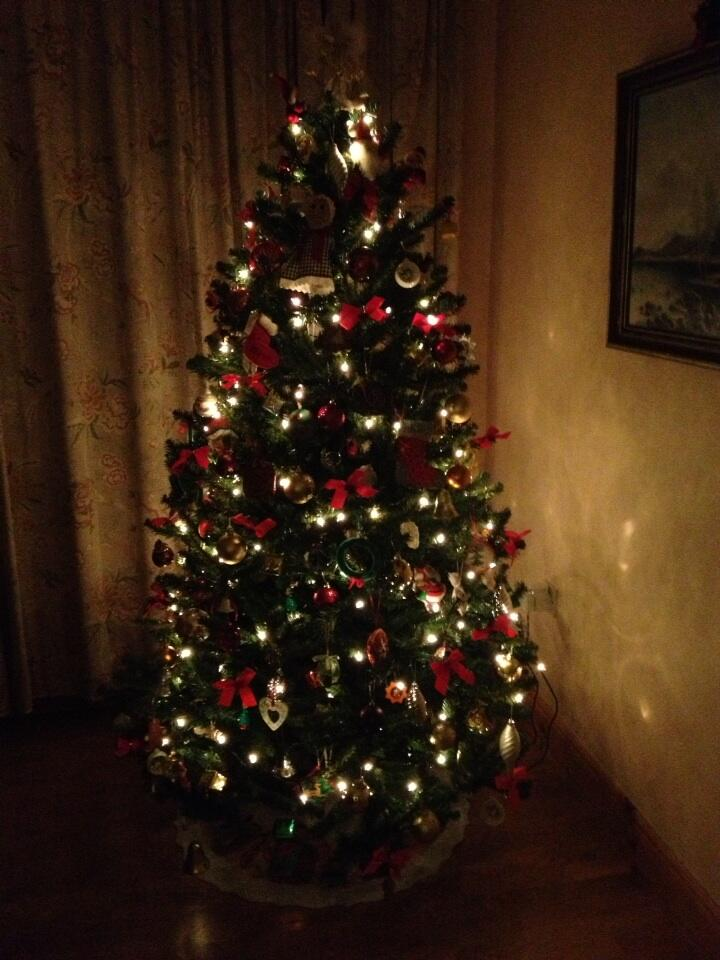 RT @DeirdreMcKenna5: @KirstieMAllsopp It's not Christmas until I come home to this http://t.co/PWkVgdxAWf