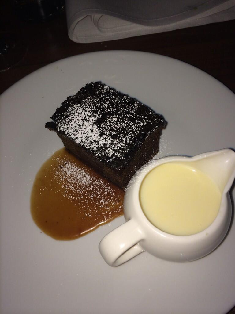 What I have been craving the whole time !!! YES !!! Sticky toffee pudding with custard !!! YEHSSS!!! Yes!!! Choong!! http://t.co/rZ832EdgtA