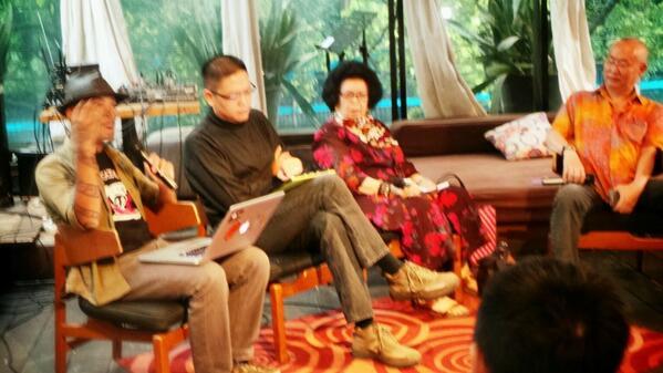 Diskusi Sejarah Kuliner Nusantara bersama @acmiID @williamwwongso, Tuti Soenardi, Aji Chen & @rahung @BirdcageResto http://t.co/p0NN03aKzR