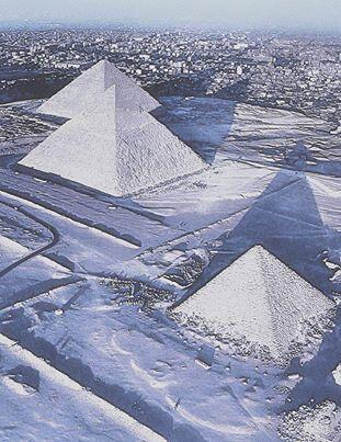 Snow at the Pyramids at Giza, Egypt. First in 100 years! http://t.co/K3CANmEtjs