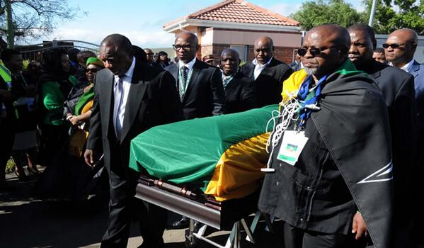 ANC Leadership were pallbearers as they took over from the Army. #NelsonMandela's body arrived in #Qunu GCIS http://t.co/5gZIG08FXx