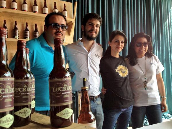 Este es el equipo de @PatronaBeer que hoy estrenan cerveza: Sta Lucrecia, que ocupa pasas y miel de abeja. Pruébala! http://t.co/Hf8xKZYhr3