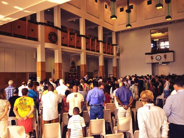 Territorians paying tribute to Nelson Mandela in Parliament House #Darwin #NT #MandelaFuneral http://t.co/BlAmafNnFZ