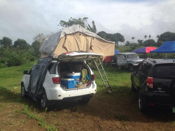 our lil roof tent earlier! :) #camp #LandCruiserClub pic.twitter.com/lHnsgf4Yqg