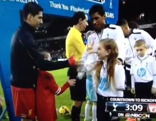 Tottenhams mascot trolls Liverpool striker Luis Suarez with a fake handshake [Vine Video]