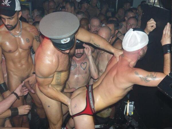 Nos follamos a una streeper en un club privado - 3 part 6