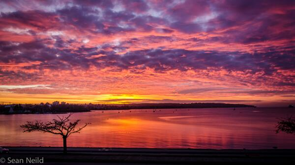 Vancouver in December, another magical #englishbay #sunset http://t.co/WfXOOQ33Uu