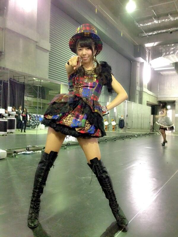 AKBの衣装を着る中村麻里子