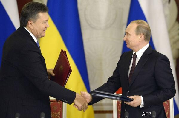 PHOTO: Presidents Putin & Yanukovych sign series of Russia-Ukraine trade deals in Moscow http://t.co/G3zdQ0Espu http://t.co/qfrvd26OM2