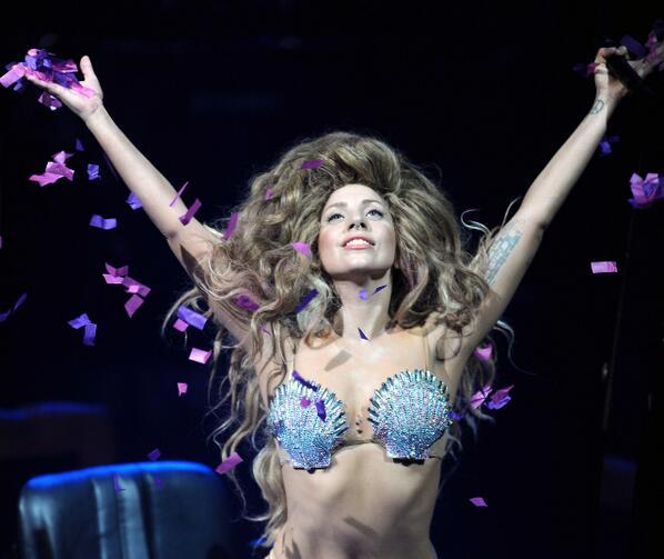 No te pierdas el show de Gaga en el iTunes Festival el 30 de Diciembre, 9:30 PM por SONY (DIRECTV: 210 - Inter: 47). http://t.co/T0JGZTDNbh