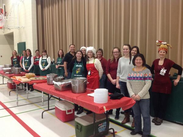 #tvdsbcelebrates Awesome Hickson parents serving delicious turkey dinner! http://t.co/Wv7RoakAIA