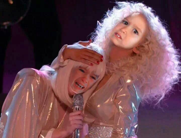 Hoy en The Voice: Xtina y Lady Gaga juntas en el mismo escenario - Página 6 BbyVsjWCcAAeKgH