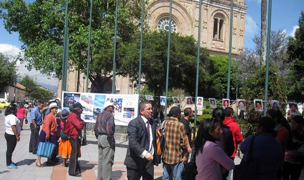 Today in Cuenca Ecuador, family of missing migrants ask for help, great media coverage #IAmAMigrant http://t.co/kYV6X3nwyZ