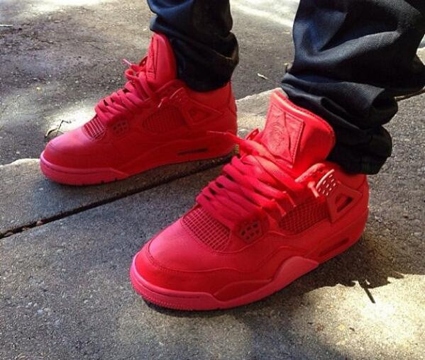 timeless design 1d3d9 27ee1 Sneaker Pics on Twitter: