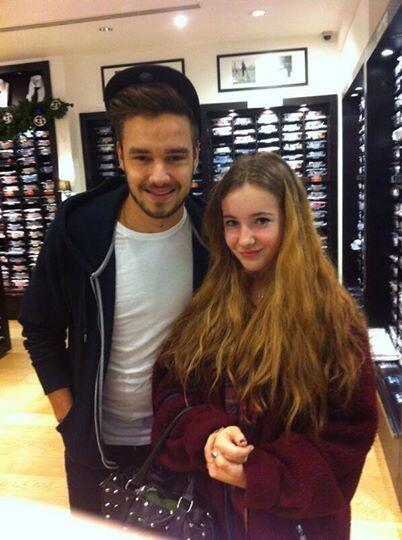 one direction france on twitter liam et une fan londres. Black Bedroom Furniture Sets. Home Design Ideas