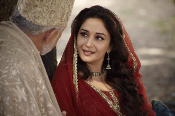Just few days left till we witness the exquisite @MadhuriDixit in her awaited #BegumPara avatar in #DedhIshiqiya ♥ http://t.co/Mep1tVIrQu