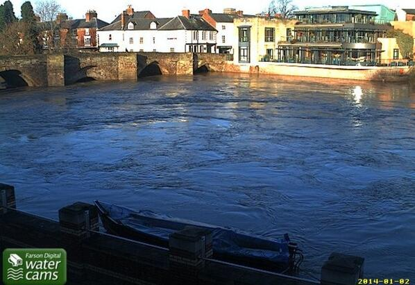 River Wye #hereford rising. Will peak this pm. No plans to deploy barriers. More rain at weekend. http://t.co/huIxttKfAK