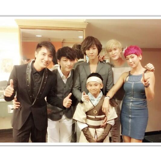 Feel so good to have @officialLUNAFLY in our @ch8sg #ShengSiongShow again. All the best guys, have fun in Singapore! http://t.co/AmWE3wzdZL