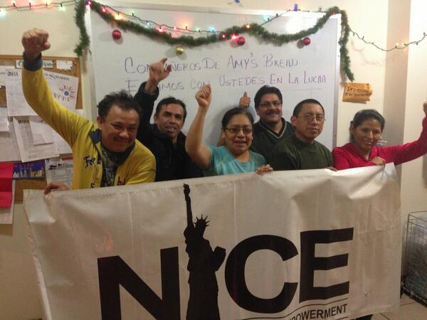 Day 4 of Holiday Blizzard, @NICE4Workers tells @amysbread compañeros we're w/ you in this struggle #WhoMakesAmysBread http://t.co/qj7bp1WZjh