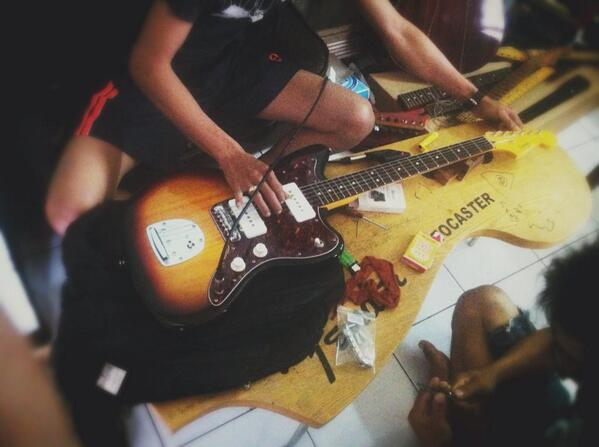 "Tengkyu braww yeee hehe... ""@kessa1824LIFE: Mino (ミノ) nyalon 💆 at @stellerguitar """