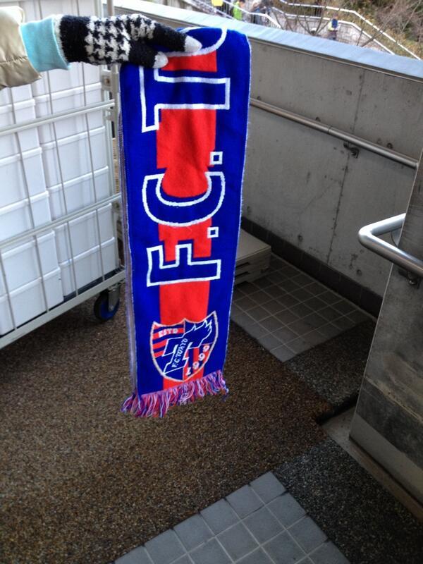 ユアスタ東京のゴール裏バックよりコーナー付近でマフラーの忘れ物。インフォメーションに預けました。マフラーの柄は添付の通り。 http://t.co/39IIZ83l6U
