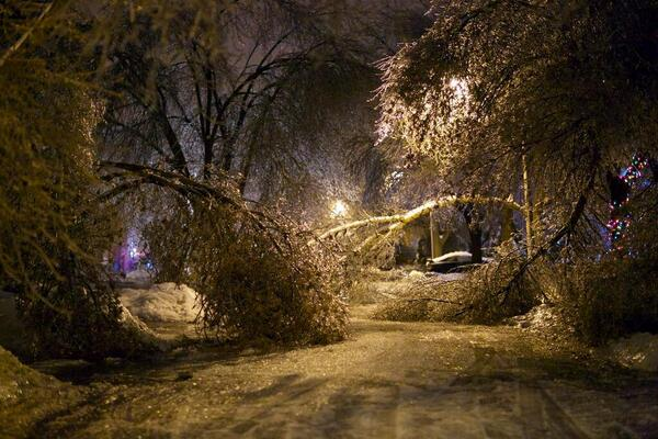 a beautiful nightmare. RT @BenNollWeather: Another incredible shot out of Brampton, Ontario #onstorm #icestorm2013 http://t.co/sYrlJqHSR9