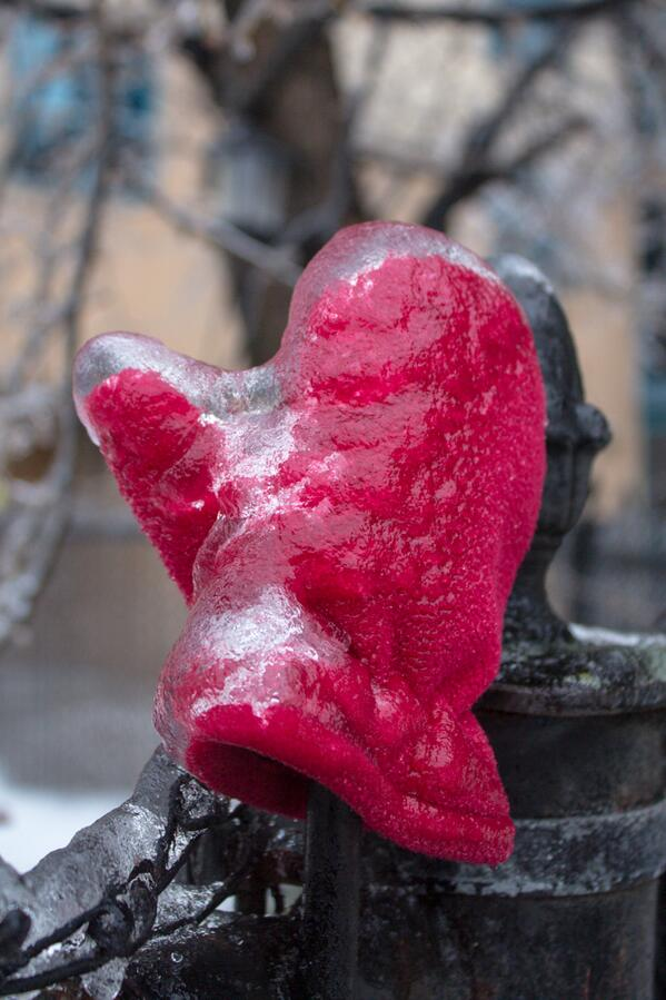 Icy mitten on a fence. #onstorm #icestorm2013 http://t.co/nUx1FUlcem