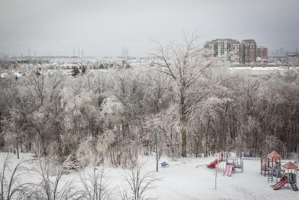 It amazes me how beautiful nature's devastation can be. #onstorm #icestorm2013 http://t.co/IExgOQvqtW