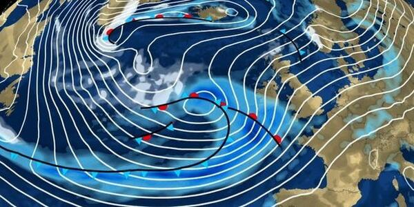 Latest #UKstorm updates as heavy rain & strong winds forecast to hit Britain http://t.co/1fgsxtd10W & http://t.co/BaA6469acL