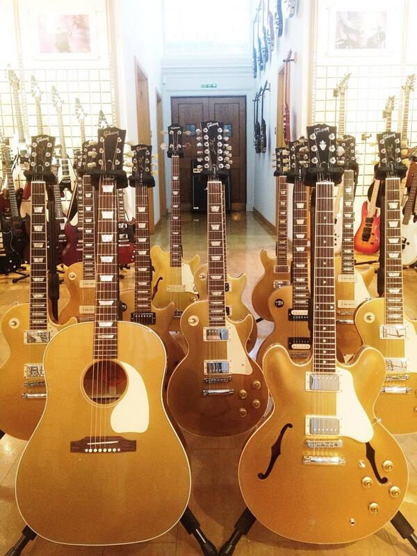 Last minute present shopping? Give the gift of Gold this Christmas! @gibsonguitar Gold! Happy Christmas! http://t.co/iuCbfVvXM6