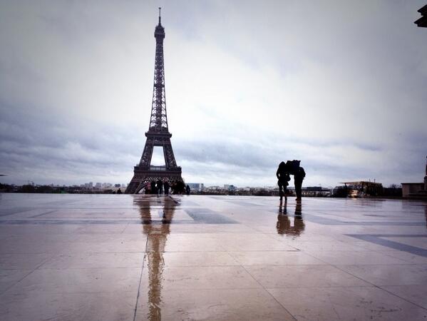 #instantané #photo peu de touristes à cause des bourrasques de vent de la #tempête #Dirk au #Trocadéro #Paris http://t.co/9FJYmzwW07