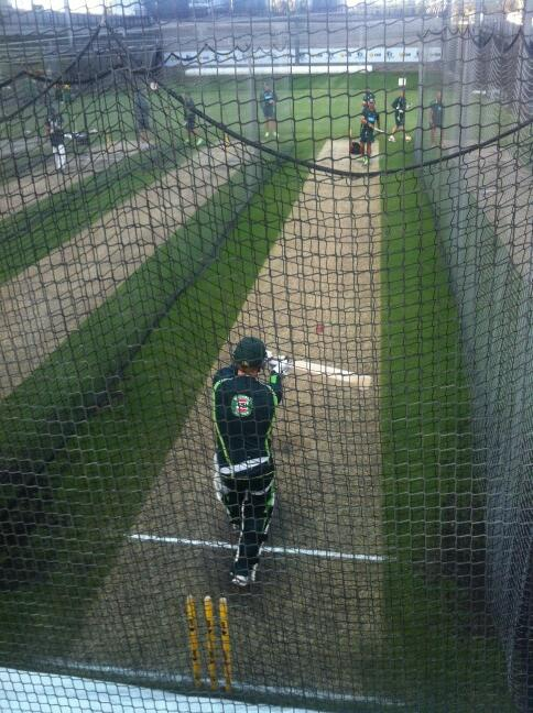 8.15 Christmas morning and Australia are already in the nets @MCG. It's 26 degrees already in Melbourne http://t.co/K2uBcGsAa0