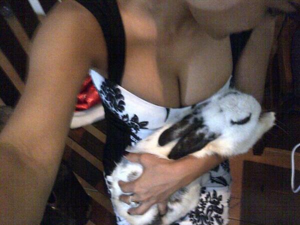 "ANJENK! GEDE Q2 ""@ryanrhadiansyah: gede ya rabbit nya~ ""@juliaperrez: Chibyyy bobooO yeahhh akhir nyaaa lope u http://t.co/Kw4KREiKl2"""""
