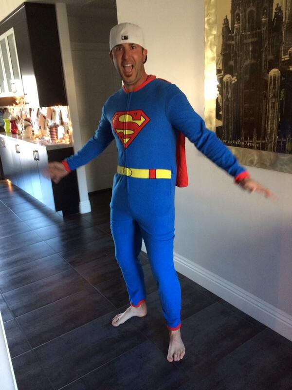 Ian Poulter live-tweeted his Christmas Day festivities, showed off his sweet new onesie