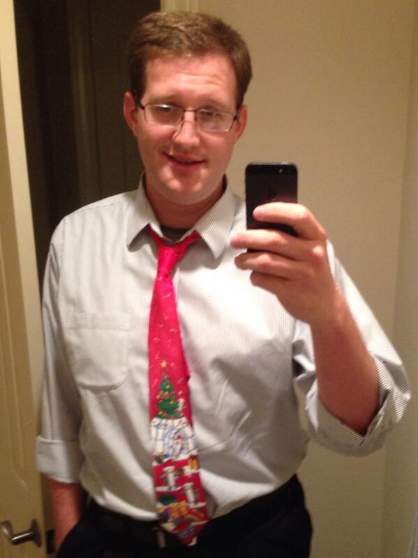 Rocking the Christmas Tie #selfie #MerryChristmas http://t.co/NxxlnevZPZ